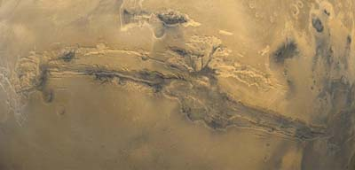 Particolare del gigantesco canyon Valles Marineris.